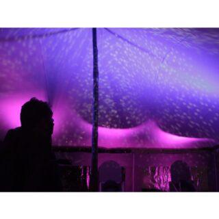 🖊 Campaments Reials 👑👑👑🐫🎁 📌 Ubicació: - Jardins Doctor Pla i Armengol - Rambla del Carmel - Ronda de Dalt-Vall Hebron 🛠 Material: *Escenaris Sumescal *Equip de so *Equip d'il•luminació *M32 *Avolite #culturasegura #femesdeveniments #wemakeevents #music #musica #stage #escenarios #sound #sonido #so #light #lighting #estructura #barcelona #nadal2020 #feliç2021 #campamentsreials #instagram #larulot #larulotrules #somespectacle